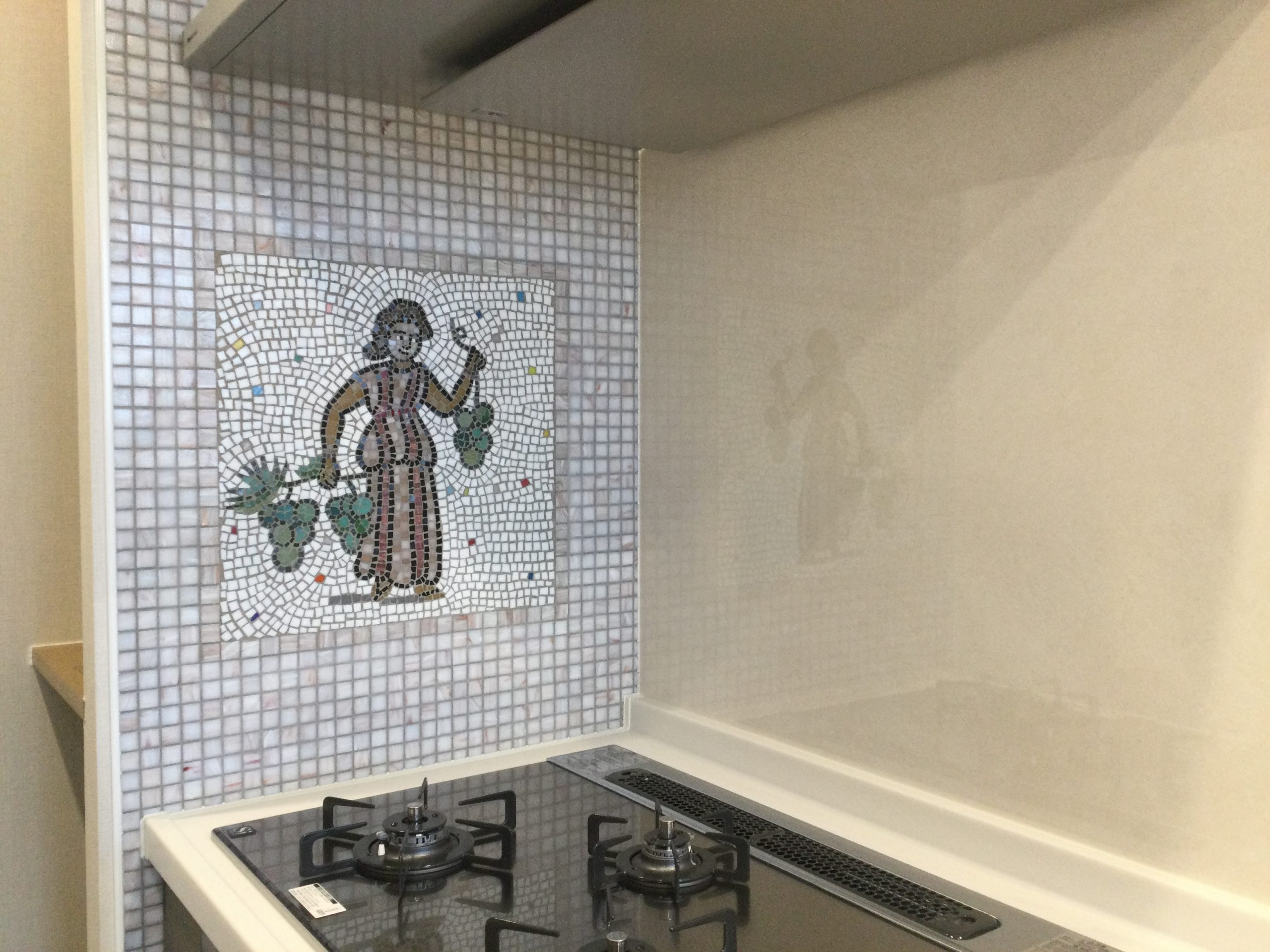 目で楽しむキッチン壁装飾