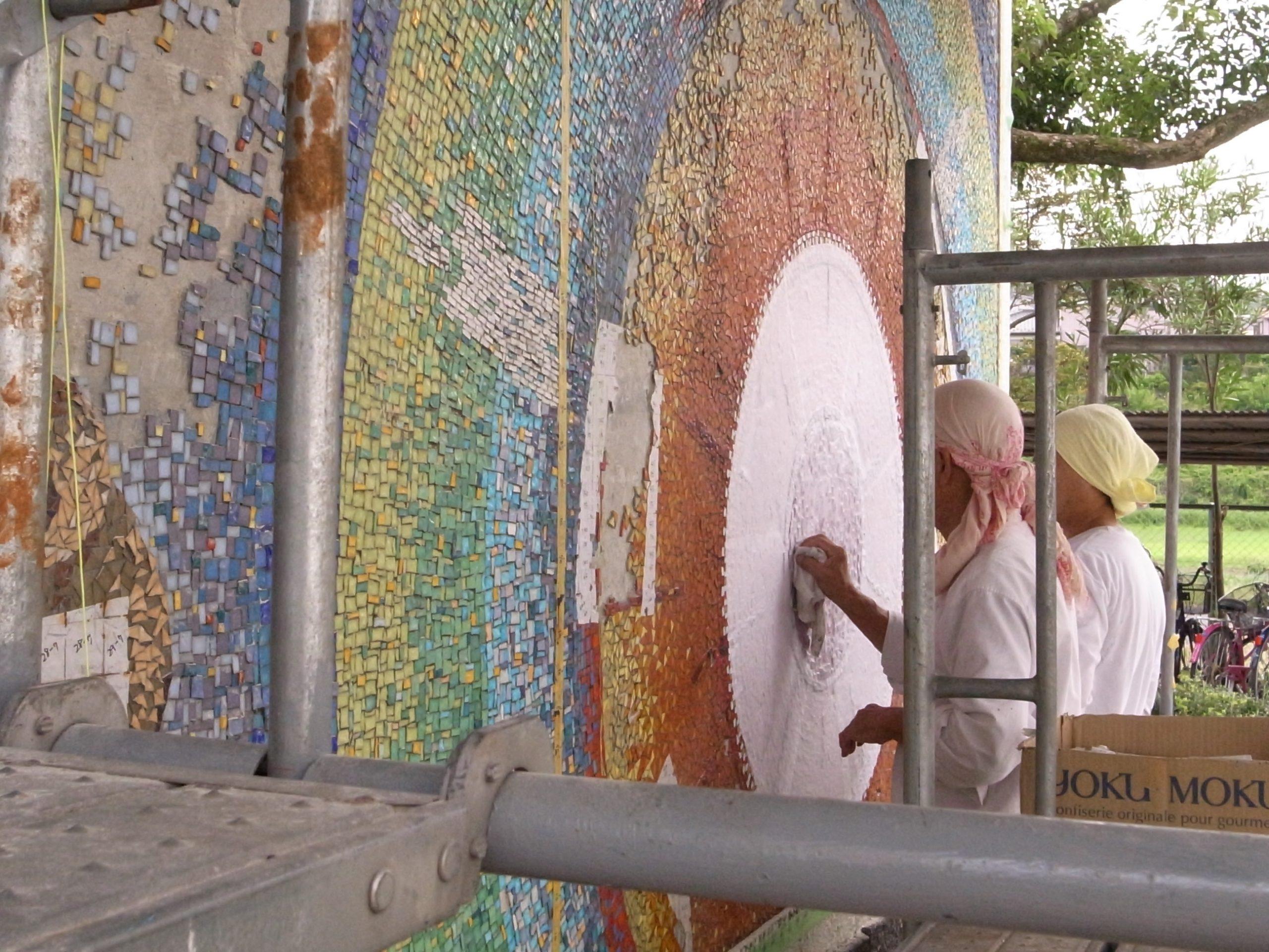 県立高校ガラスモザイク壁画修復