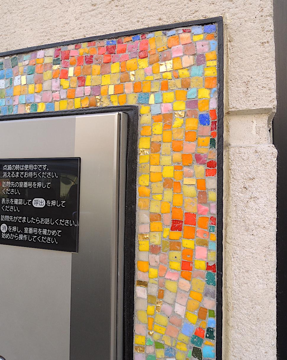 玄関周り差別化 賃貸モザイクアート装飾