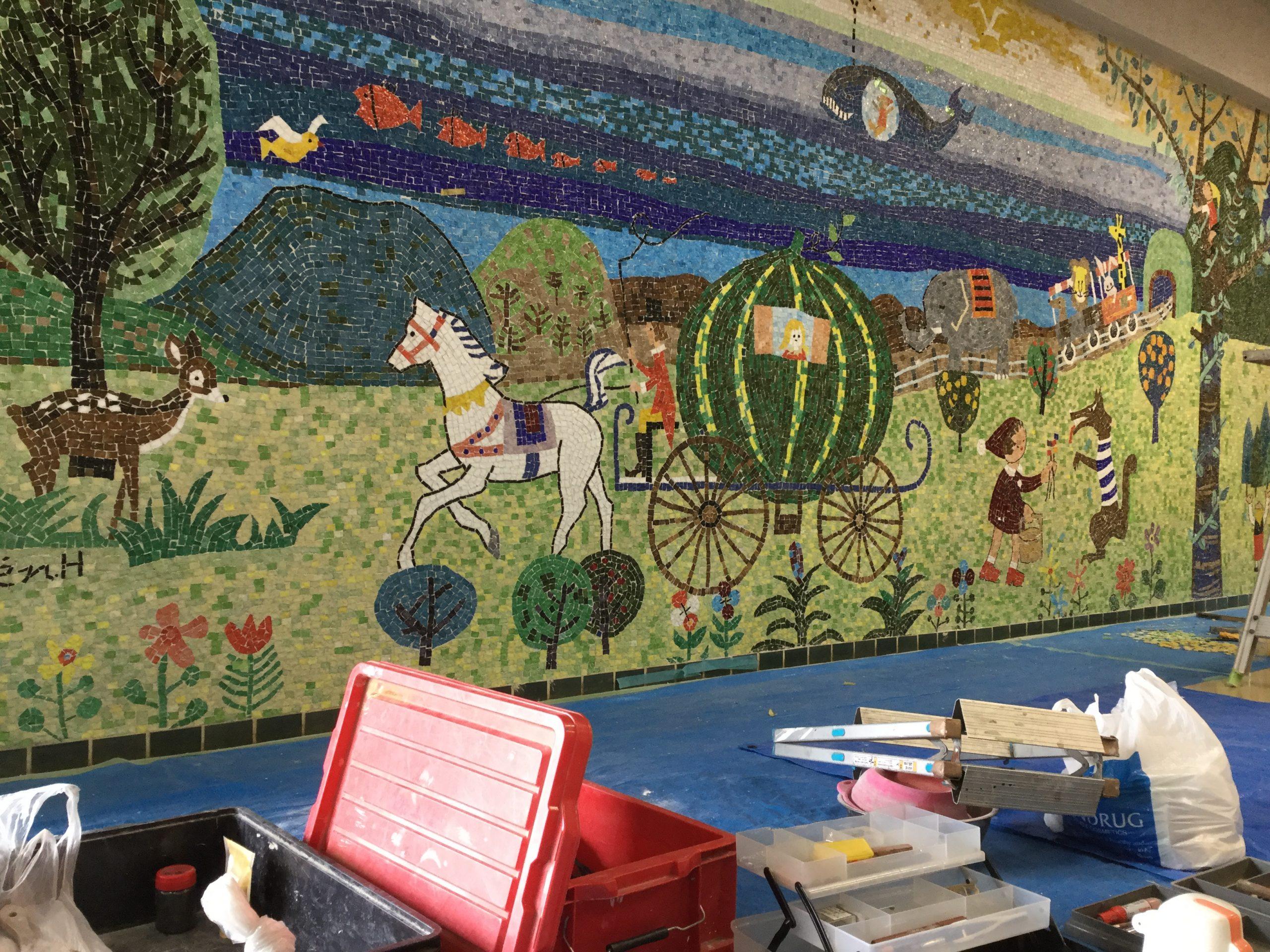 幼稚園モザイク壁画ひび割れ