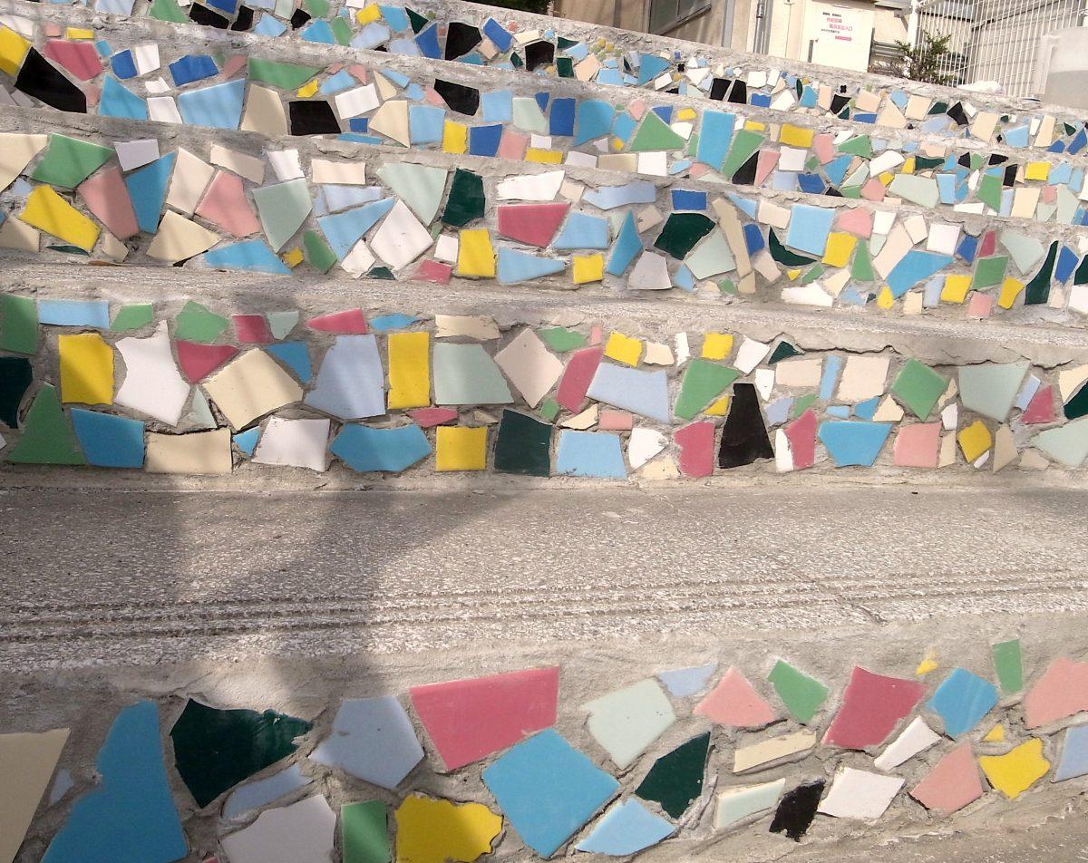 無料体験 みんなで参加・アトリエ外壁モザイクアート装飾