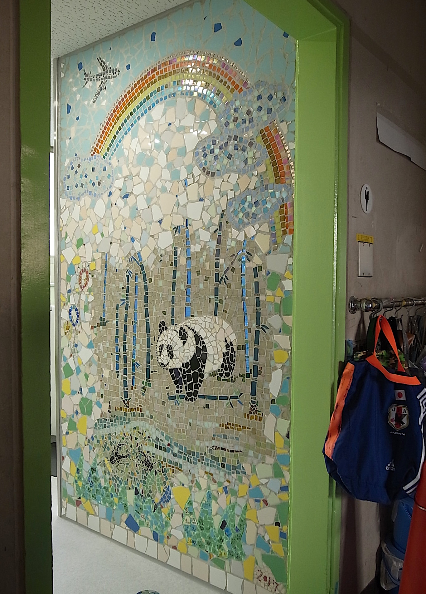 小学校トイレ改修工事 タイルモザイク壁画