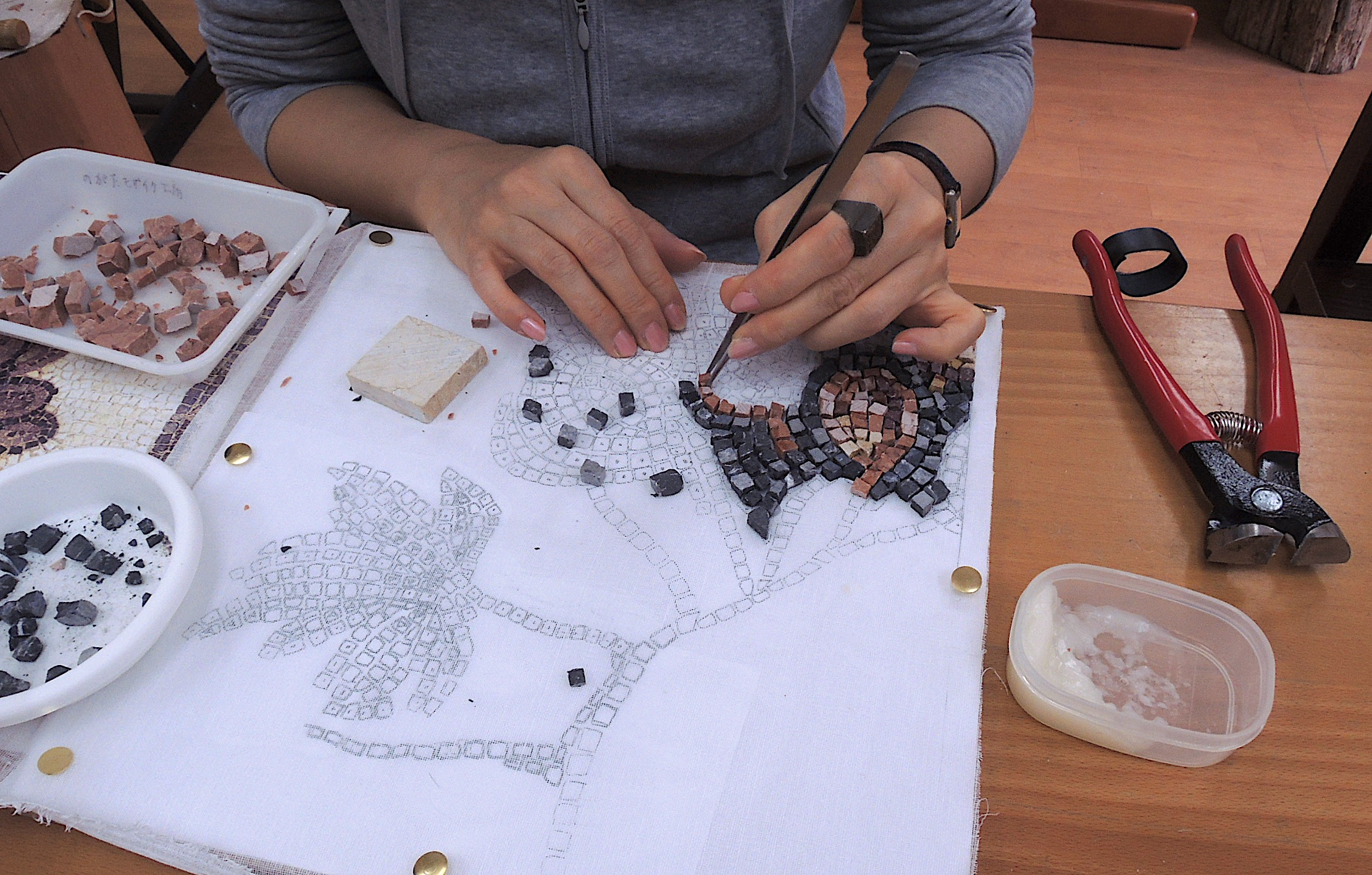 モザイクアートの道具