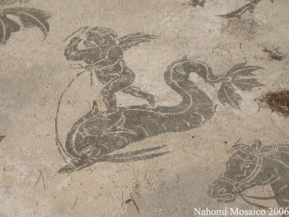 オスティアアンティーカ遺跡のモザイク 天使とイルカ
